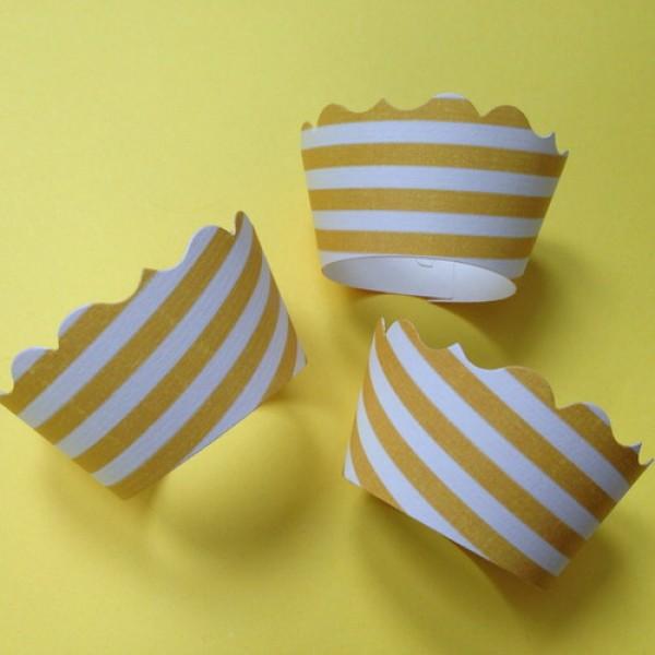 "SADA zápichů a obalů na cupcakes ""YELLOW STRIPES"""
